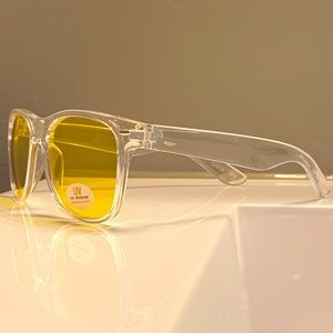 4/25$ Wayfarer Sunglasses clear & Yellow 100% uv
